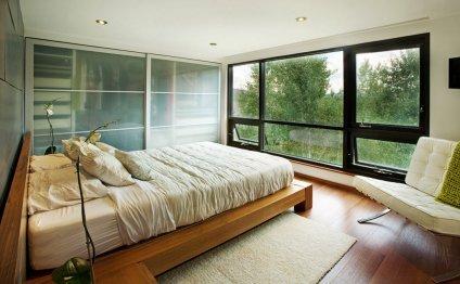 Уютная спальня с необычным